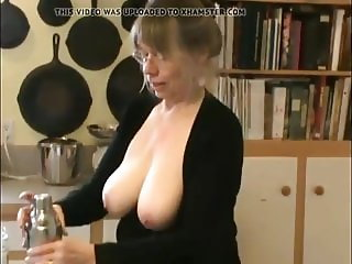 Flash - Aunt show her tits