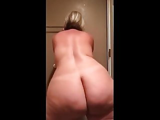 Pawg MILF Spread her Phat Ass
