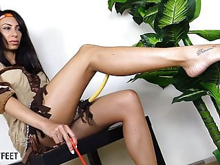 Barefoot squaw teases you with her sexy feet