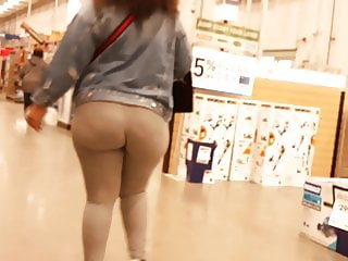 Visible cellulite on a amazing redbone donk!!!