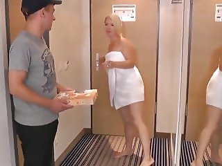 Young Pizza Boy Fucks Naughty Mature Busty MILF and Creampie