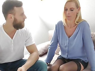 Horny MILF Filled Up with Cum By Her New Young Neighbor