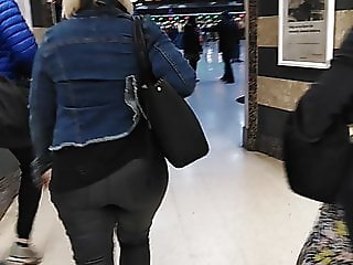 Big ass in Leather pants (Round ass)