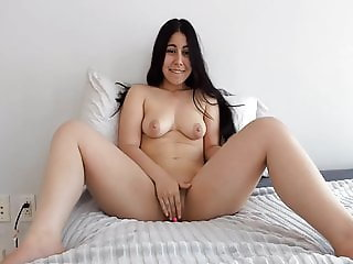 Very Cute kinda Chubby Girl Nude Playing on Webcam