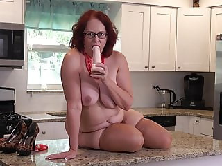 Mature booty busty mom fucks her pussy on kitchen