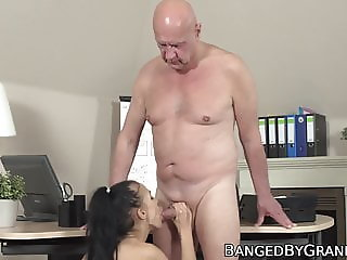 Amateur vixen sucking old cock and fed cum after office sex