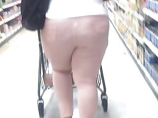 Hood Thick Ma dropping that ass to the ground