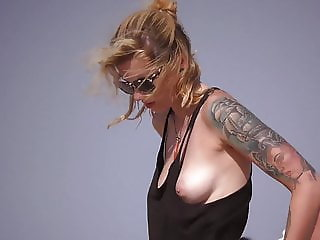 Topless blonde with hot natural tits on the beach !