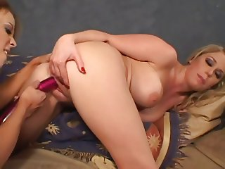 Shauna Banks Licks Jamie Brooks