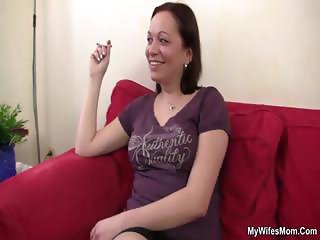 She catches her BF with her mom