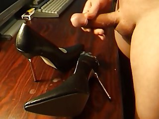 Cumshot on GF Highheels part 010