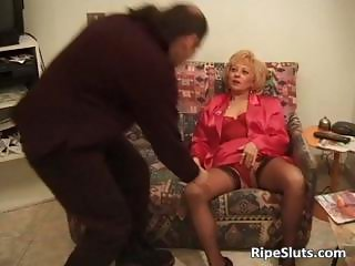 Hairy bush of mature slut is drilled part4