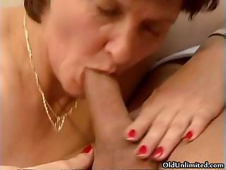 Dirty mature woman going crazy getting part2