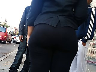 Candid young OMG-WTF BUBBLED OUT booty of NYC