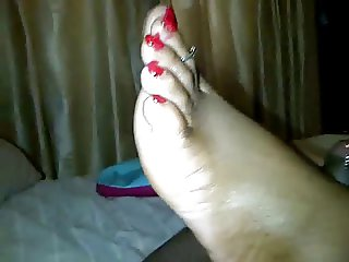 blood red toes