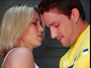 Blond whore givng blow job