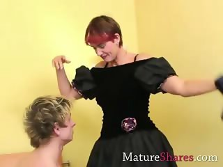 Horny divorcee sucks young dick