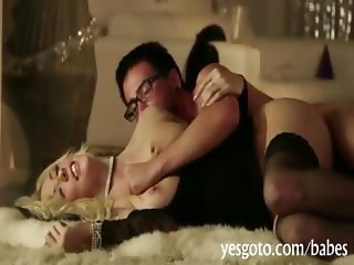 Glamour pornstar Courtney Taylor ripped good in the cunt