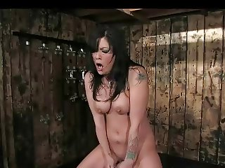 Miss Bond cant stop cumming (sybian)