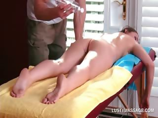 Sexy babe gets her naked body massaged with oil