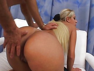 Blond Brazilian babe with bouncy ass