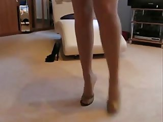 PANTYHOSE LADY - AMAZING LEGS IN HEELS