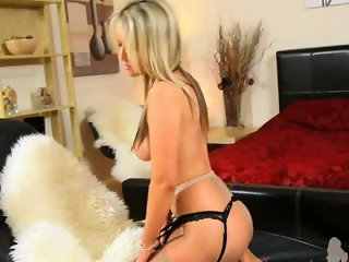 blondie chick with angel face striping