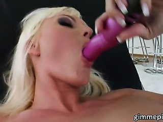 Hot Sandra stripped down and masturbates