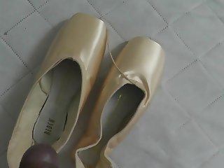 Cum on BLOCH pointe shoes