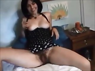 Amateur hairy brunette eats cum