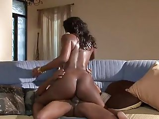 Sexy Ebony goddess comes to visit