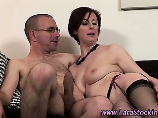 Watch mature brit hoe gets a facial
