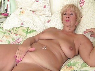 Granny lubes up old pussy