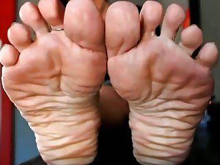 Deep Wrinkled foot Goddess wants cum JOI-JOE