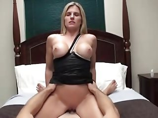 Fit Blonde - POV Mum Roleplay 2
