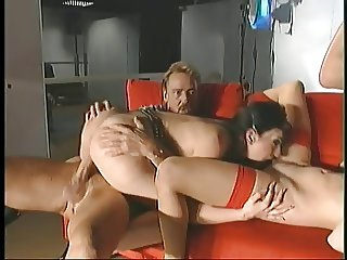 Guys drill a young slut's ass and a pussy at the club