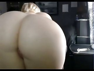 She has a killer booty and she really knows how to shake it