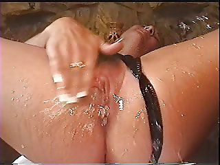 Spectacular squirting pussy