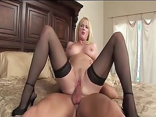 Good mature cougar fucks great