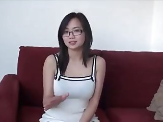 Pretty asian blow job