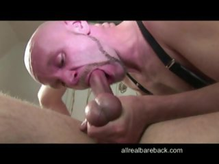 Older Skinhead bare flip flop fuck with twink