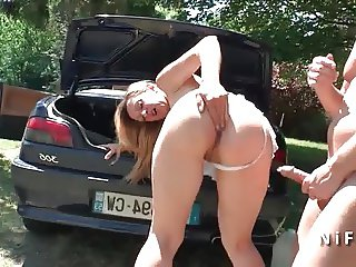 French cougar hard anal pounded outdoor