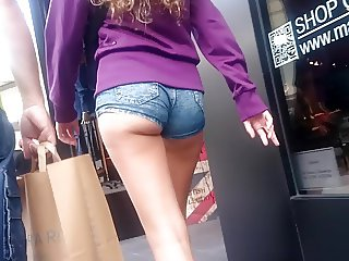 LURKING TEEN ASSES 38