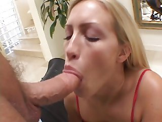 Teen in heat gets her pussy pumped