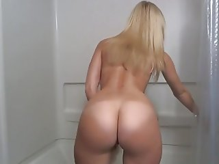 Blonde With A Hot Ass & Shaved Pussy Dildoes In The Shower