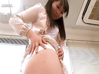 Upskirt of Japanese woman 5 parm007
