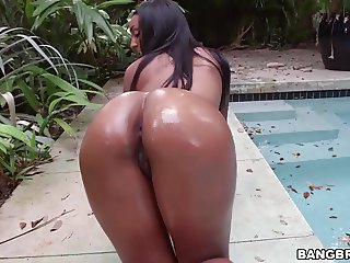 Arianna Knight with oiled big ass gets fucked