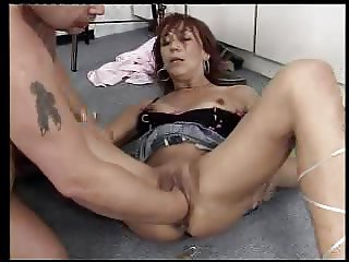 Mature slut fisted
