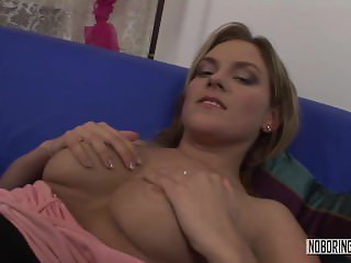 Blonde�s Pussy Gets Fingered And Eaten