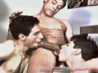 Classic Threeway Oral Action - HOOKED ON HISPANICS 2: THE BRONX CREW (1990)